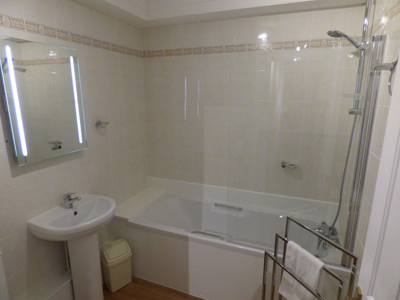 Wroxham holiday home bathroom