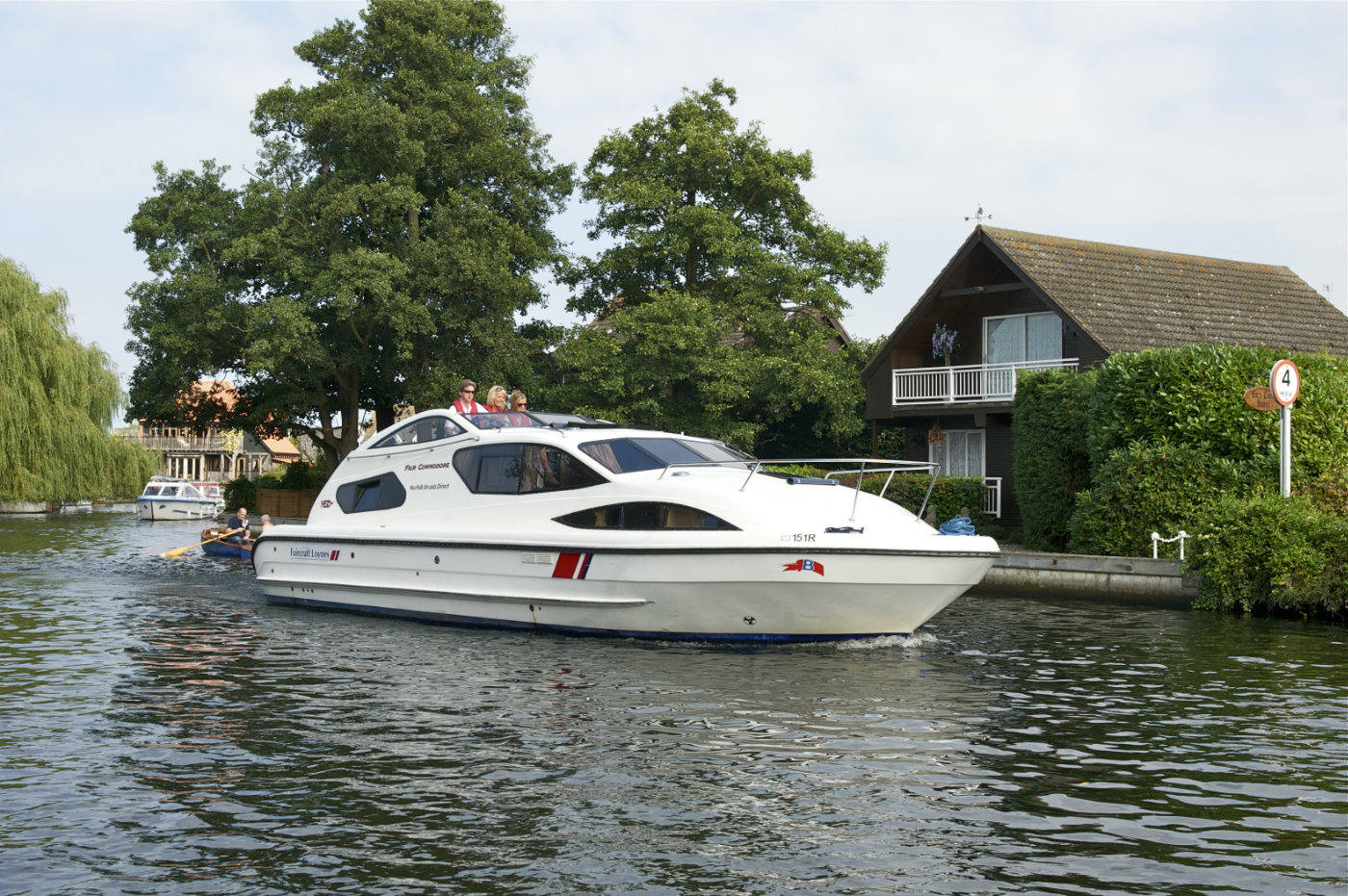 fair commodore uk boating holidays