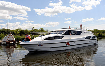 Fair Admiral uk boating holidays