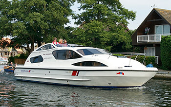 Fair Commodore broads boating holidays